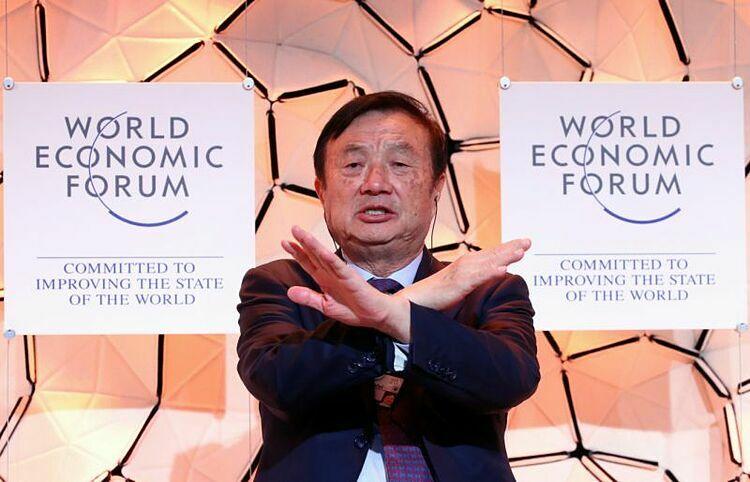 CEO Huawei Nhậm Chính Phi tại Davos hôm nay. Ảnh: Reuters