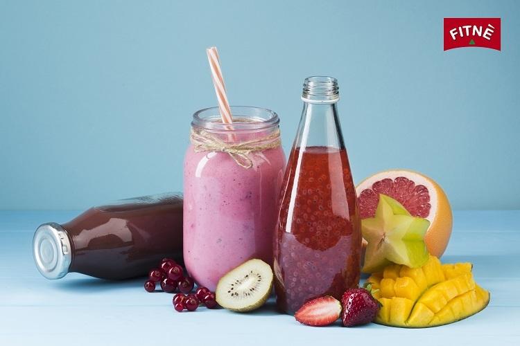 Nước ép từ trái cây là một trong những phương pháp thanh lọc cơ thể. Ảnh: Fitne.