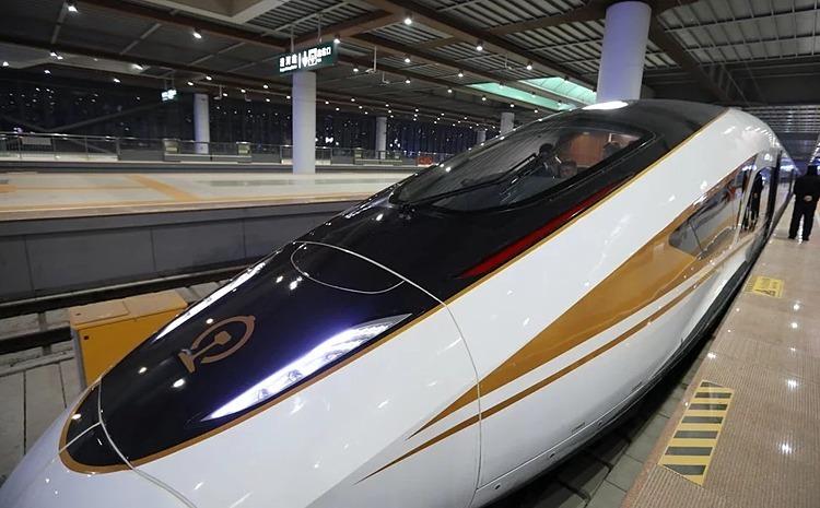 Một tàu cao tốc Fuxing thế hệ mới tại nhà ga Qinghe, Bắc Kinh. Ảnh: Simon Song