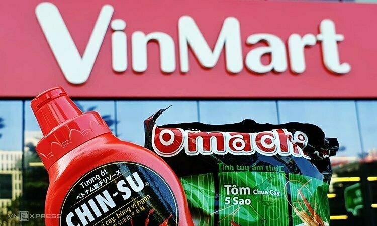 Hai sản phẩm của Masan được bày bán tại VinMart. Ảnh:Hoài Thu