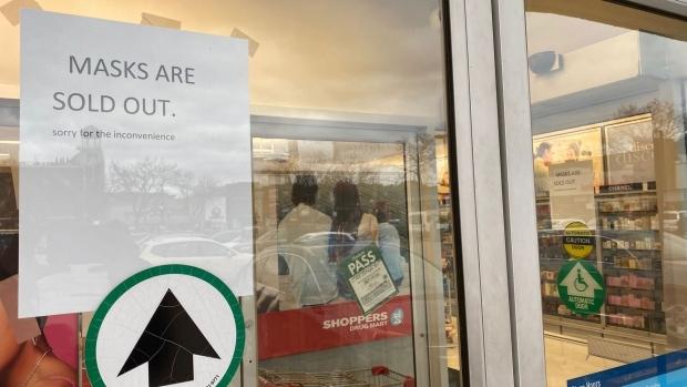 Thông báo hết hàng tại một hiệu thuốcở Canada. Ảnh: CTV News