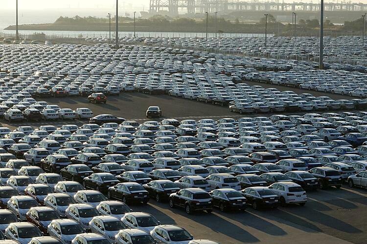 Xe mới sản xuất đỗ tại Đại Liên (Liêu Ninh, Trung Quốc). Ảnh: Reuters