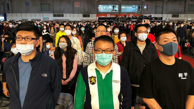 Nhan viên Foxconn ?eo kh?u trang tham gia bu?i t?ng k?t cu?i n?m. ?nh: Reuters