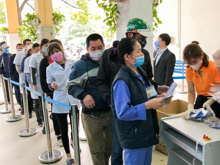 Trước đó, tập đoàn Aikya cùng các công ty thành viên cũng thực hiện chiến dịch phát khẩu trang miễn phí tại một số khu vực Nhà máy bóng đèn phích nước Rạng Đông, ngay sau khi hỏa hoạn xảy ra, phát tại bệnh viện Hùng Vương TP HCM, BV Đa khoa Cai Lậy Tiền Giang...