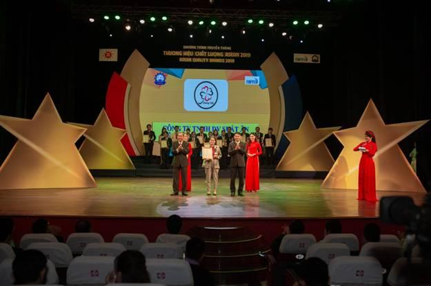 Công ty Hương Việt nhận chứng nhận Thương hiệu chất lượng Asean 2019
