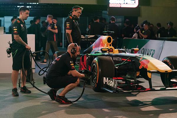 Xe đua F1 trong sự kiện biểu diễn tại Hà Nội.