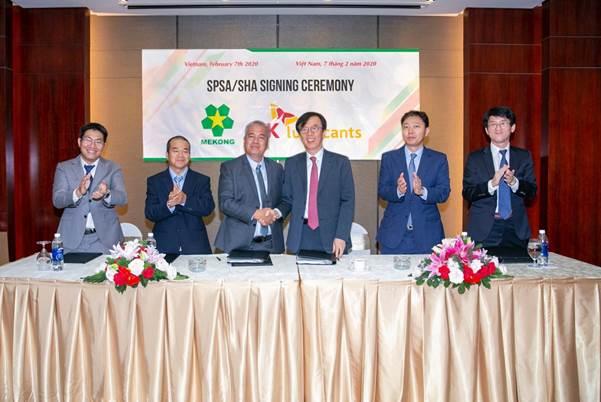 Lãnh đạo của Mekong Petrochemical JSC và SK Lubricants trong buổi ký kết thỏa thuận sáp nhập vào ngày 7/2/2020.