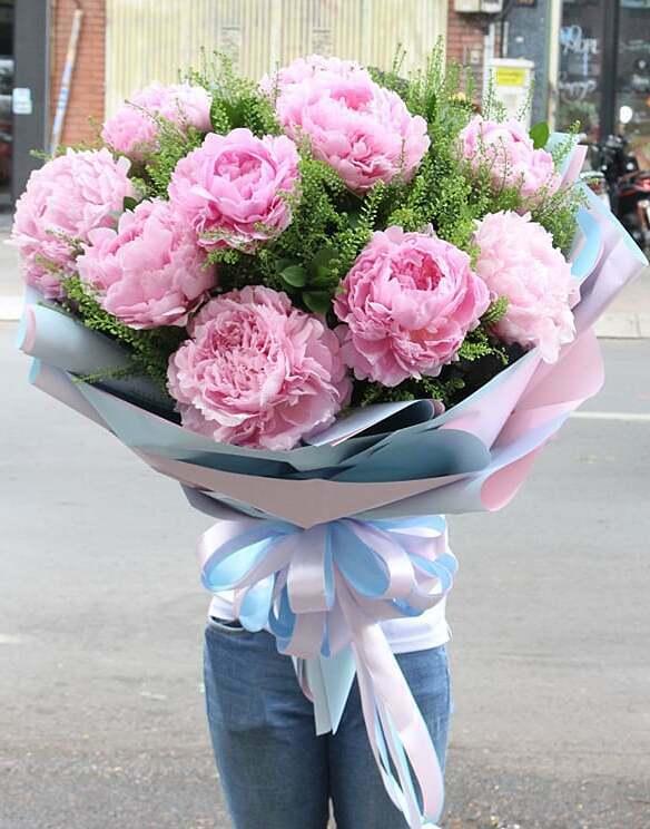 Các bó hoa mẫu đơn cũng được nhiều khách lựa chọn. Ảnh: Flowerbox.