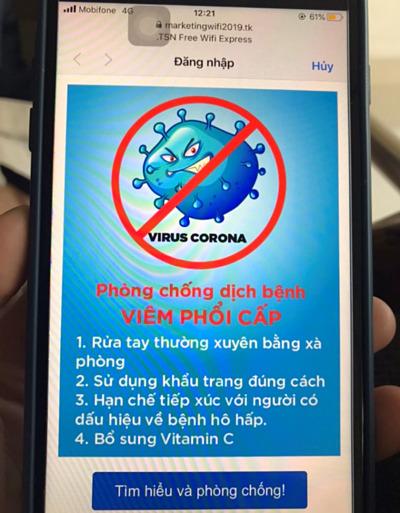 Người dùng nhận thông tin phòng chống dịch khi sử dụng Wi-Fitại sân bay Tân Sơn Nhất.