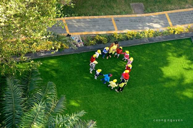 Ecopark dành hơn 100 ha cho cảnh quan thiên nhiên và số lượng cây xanh lên tới hơn 1 triệu cây.