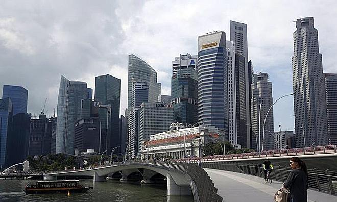 Một góc khu phố tài chính của Singapore. Ảnh: Reuters