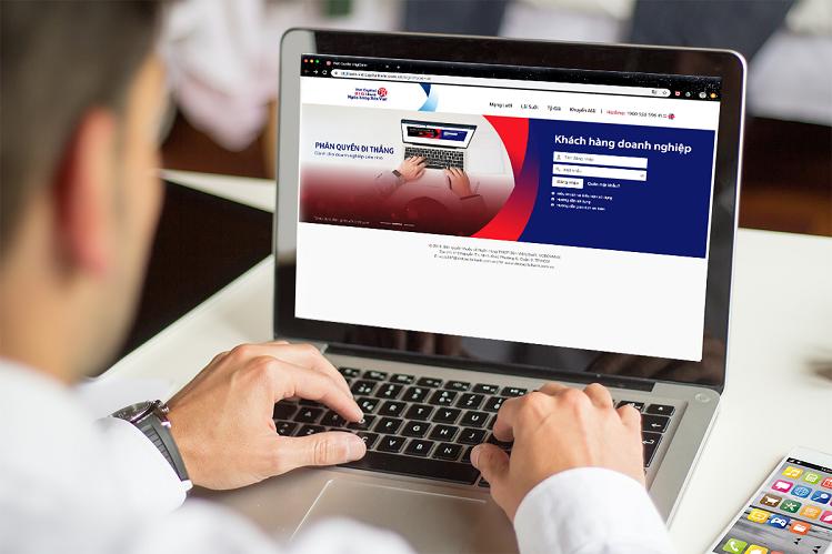 Khách hàngliên hệ chi nhánh, phòng giao dịchBản Việt, gọi hotline 1900555596hoặc truy cập tại đâyđể được tư vấn về dịch vụ Internet Banking.