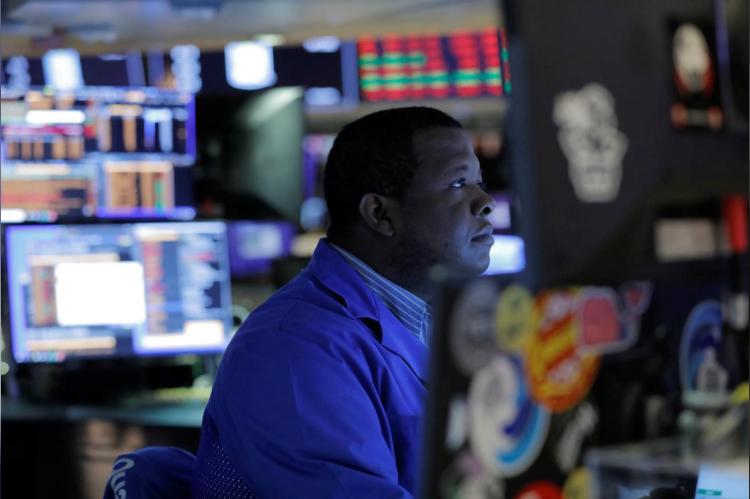 Dow Jones mất hơn 1.000 điểm