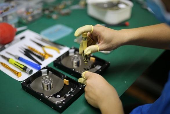Thiết bị của khách hàng được kiểm tra trong phòng tiêu chuẩn