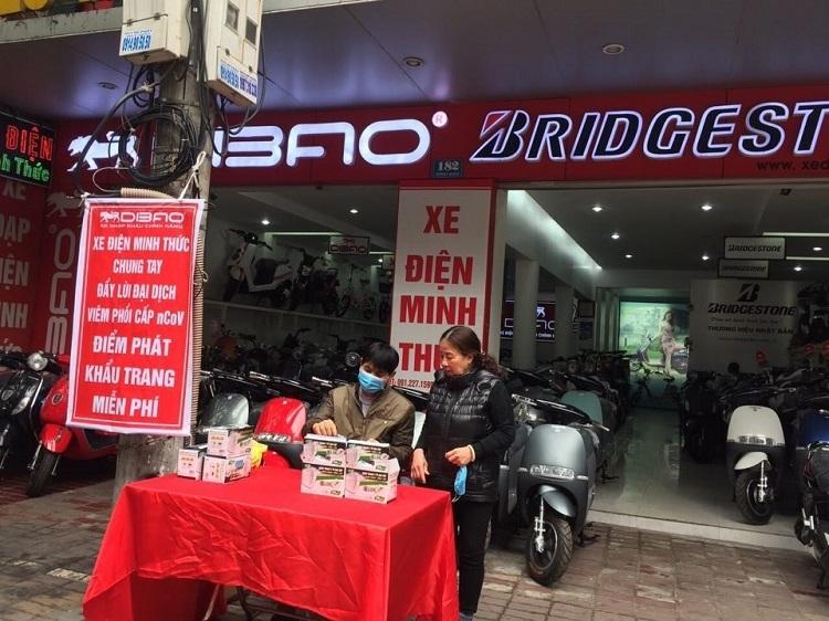 Điểm phát khẩu trang miễn phí của Dibao tại TP Thái Bình.