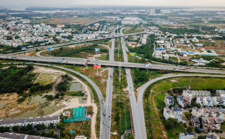 Thị trường bất động sản TP HCM dọc theo tuyến đường vành đai 2. Ảnh: Quỳnh Trần