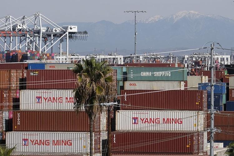 Container tại cảngLos Angeles. Ảnh: Zuma Press