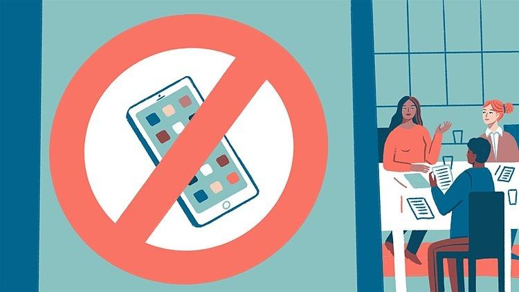 Không mang điện thoại vào phòng họp là cách để tạp trung tốt. Đồ họa: WSJ