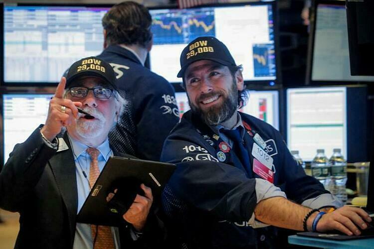 Dow Jones tăng điểm mạnh nhất một thập kỷ