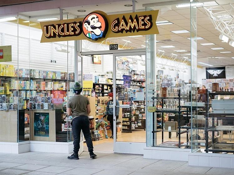 Uncle's Games, một đơn vị kinh doanh với biên lợi nhuận mỏng, vắng khách những ngày qua. Ảnh: NYT