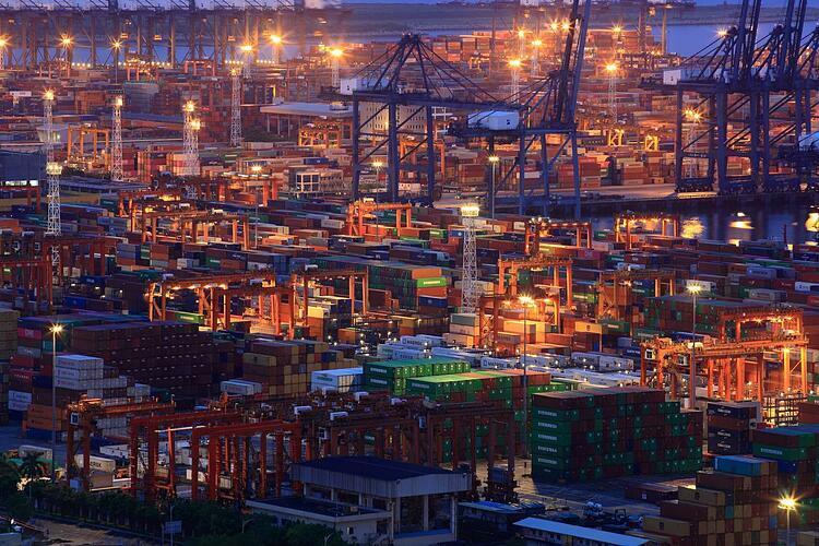 Một cảng biển ở Quảng Đông (Trung Quốc) tháng 7/2019. Ảnh: Reuters