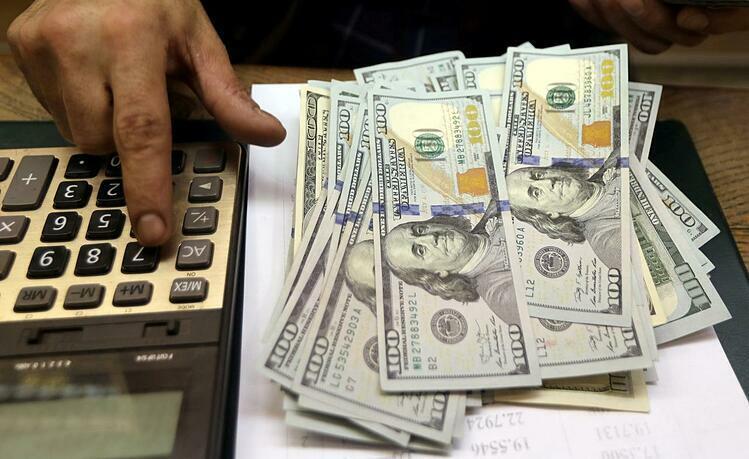 Đôla Mỹ tại một quầy thu đổi ngoại tệ ở Ai Cập.Ảnh: Reuters