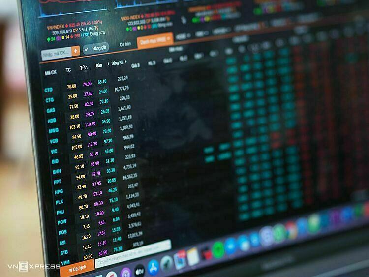 Phần lớn cổ phiếu trong VN30 không có một lệnh mua nào trong phiên 9/3. Ảnh: Minh Sơn.