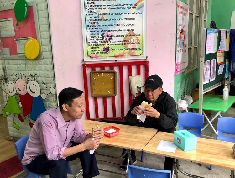 Quán ăn Giải cứu giáo viên mở tại một trường mầm non tư thục. Ảnh: Nhà trường cung cấp.