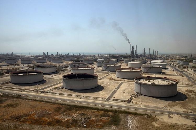 Một cơ sở lọc dầu của Saudi Aramco tại Saudi Arabia. Ảnh: Bloomberg