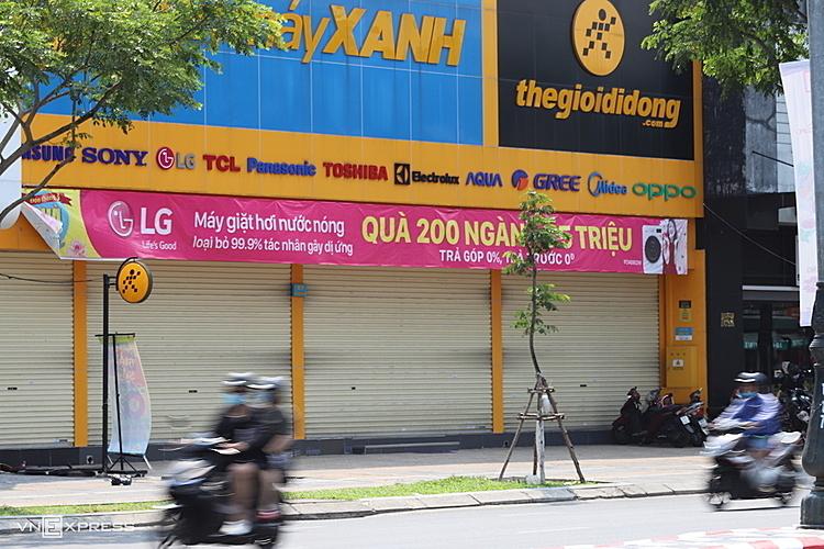 Bên ngoài siêu thị điện máy tại Đà Nẵng từng đón hai khách nhiễm nCoV.Ảnh: Nguyễn Đông