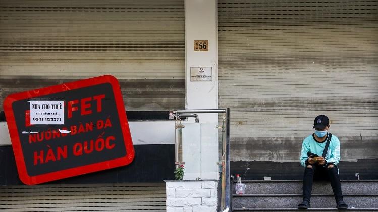 Một quán ăn trên đường Phan Xích Long đóng cửa, trả mặt bằng từ tháng 2. Ảnh: Quỳnh Trần.