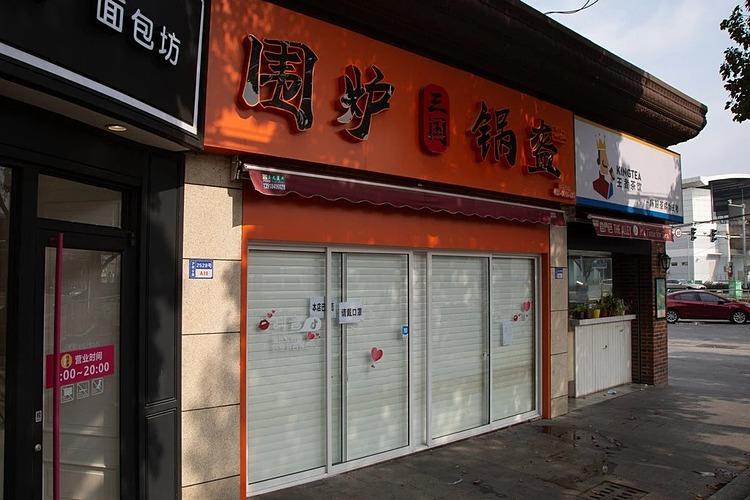 Cửa hàng của cô Dai Jianglai tạm đóng chờ sang tuần sau khi hoạt động lại thất bại. Ảnh: NYT