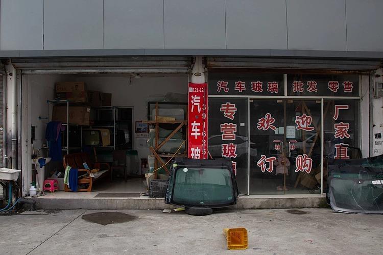 Cửa hàng đìu hiu của ông Zhang Xu khi hoạt động lại. Ảnh: NYT
