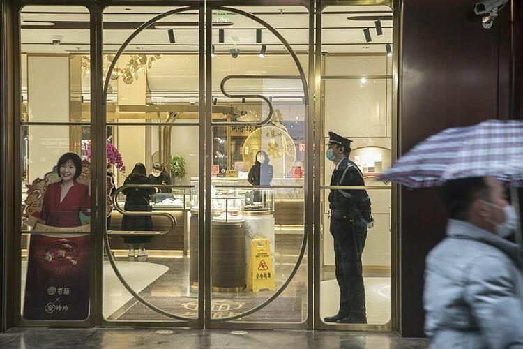 Bên trong một cửa hàng trang sức tại Thượng Hải(Trung Quốc). Ảnh: Bloomberg
