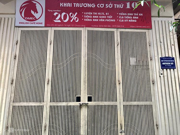 Một cơ sở tiếng Anh ở chùa Láng đóng cửa hôm 13/3 - khi Covid-19 diễn biến phức tạp. Ảnh: Quỳnh Trang