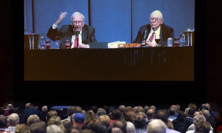 Buffett và Charlie chủ trì cuộc họp thường niên năm 2019. Ảnh: AP