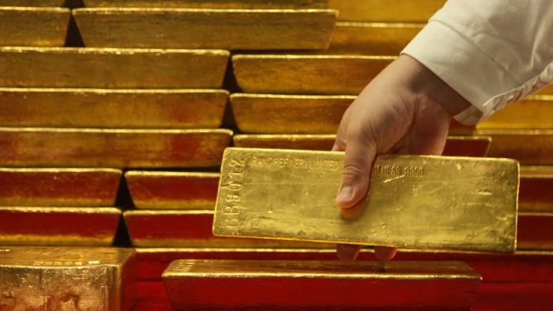 Giá vàng, dầu thô cùng dò đáy