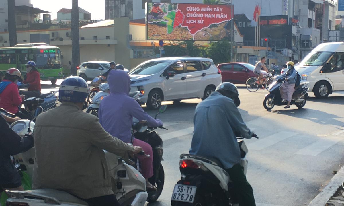 Màn hình LED tại góc đường Nguyễn Thị Minh Khai - Cách Mạng Tháng Tám (TP HCM).