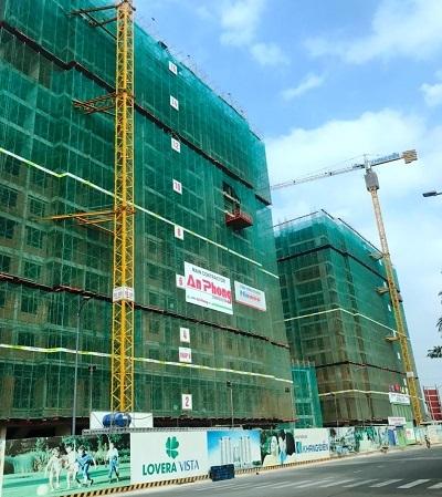Lovera Vista đang thi công ở tất cả các block. Hiện tại, dự án được xây tới tầng 16 và dự kiến bàn giao vào tháng 7/2021.