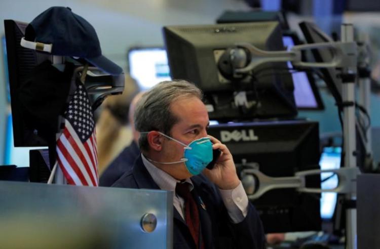Nhân viên giao dịch trên sàn chứng khoán New York ngày 19/3. Ảnh: Reuters