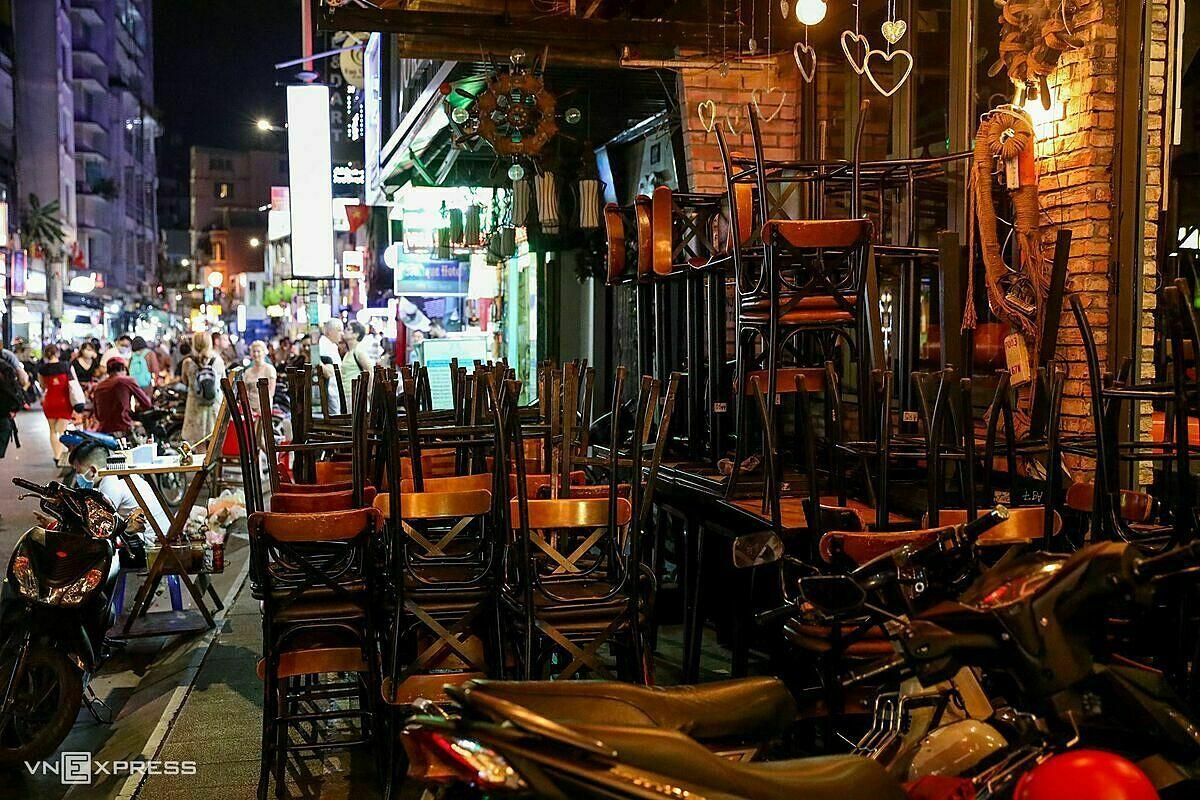 Nhà hàng tại phố đi bộ Bùi Viện (TP HCM) đóng cửa ngày 14/3do Covid-19. Ảnh: Quỳnh Trần.