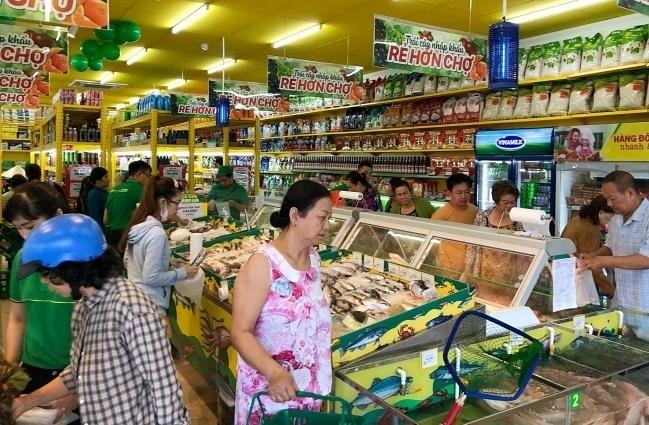 Khách mua sắm tại một cửa hàng Bách hóa xanh ở TP HCM. Ảnh: BHX.