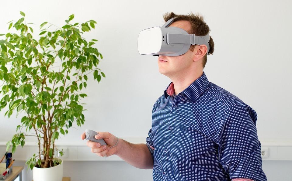Ý tưởng của KTG khách hàng ở nước ngoài vẫn có thể tham quan nhà xưởng bằng công nghệ thực tế ảo thông qua kính VR hoặc máy tính. Ảnh: Pixabay