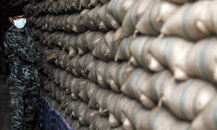 Bên trong một kho dự trữ gạo ởAyutthaya, Thái Lan. Ảnh: Reuters