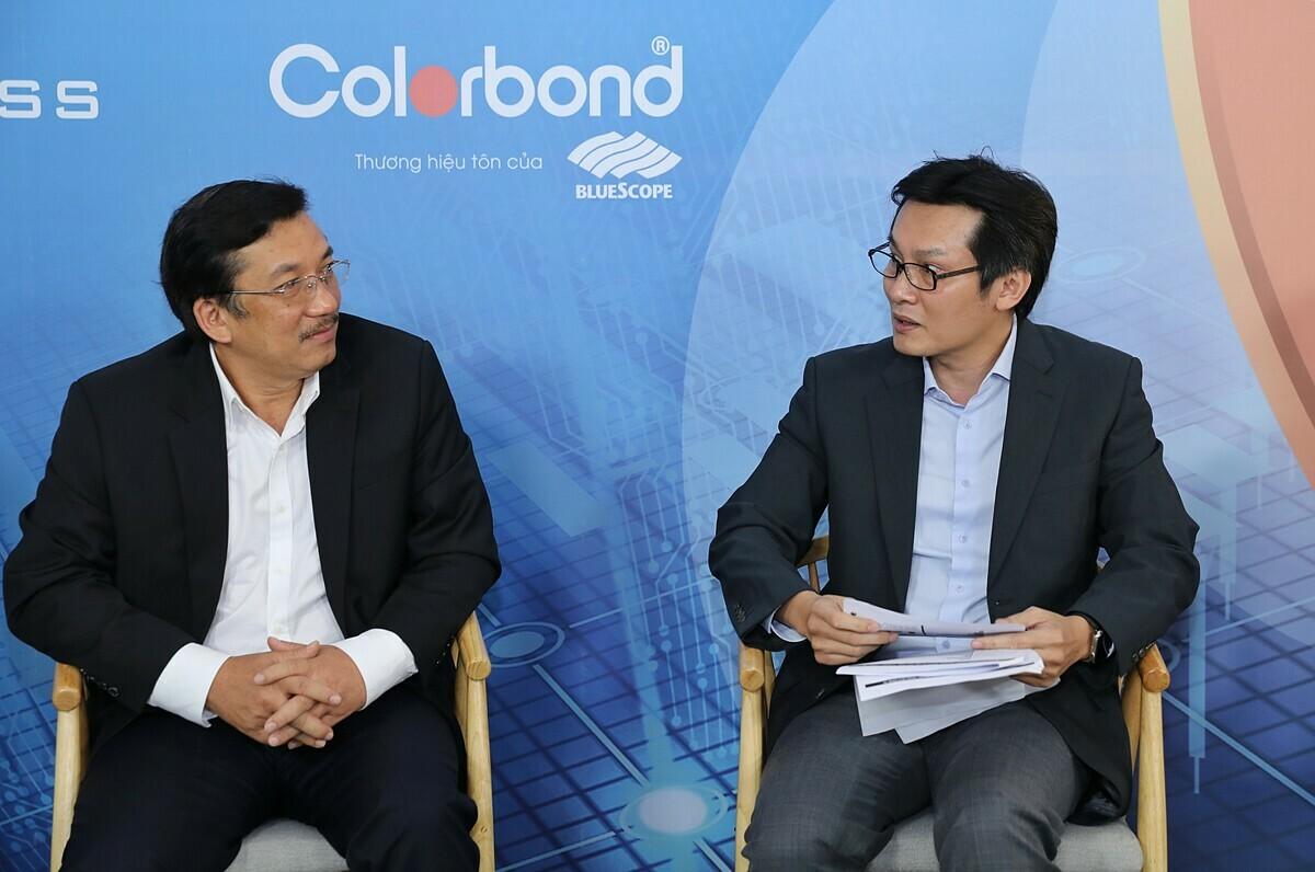 Ông Võ Minh Nhựt - Tổng giám đốc NS Bluescope Việt Nam trao đổi cùng ông Phạm Phú Trường - Tổng giám đốc GIBC, Phó chủ tịch Hội Doanh nhân trẻ TP HCM.