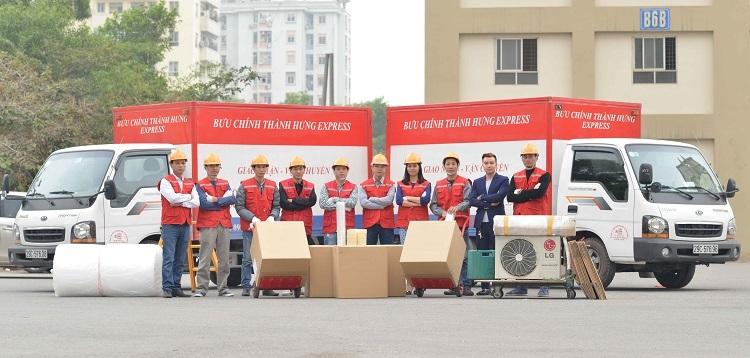 Các nhân viên công ty Thành Hưng.