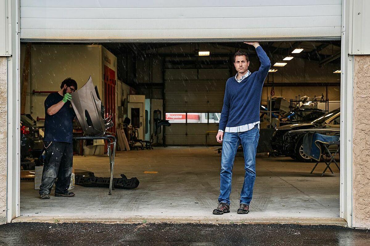 Bên trong một cửa hàng sửa xe củaAureus. Ảnh: WSJ