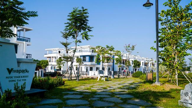 Mô hình nhà phố và biệt thự xây sẵn chuẩn bị bàn giao cho khách hàng tại dự ánViva Park.