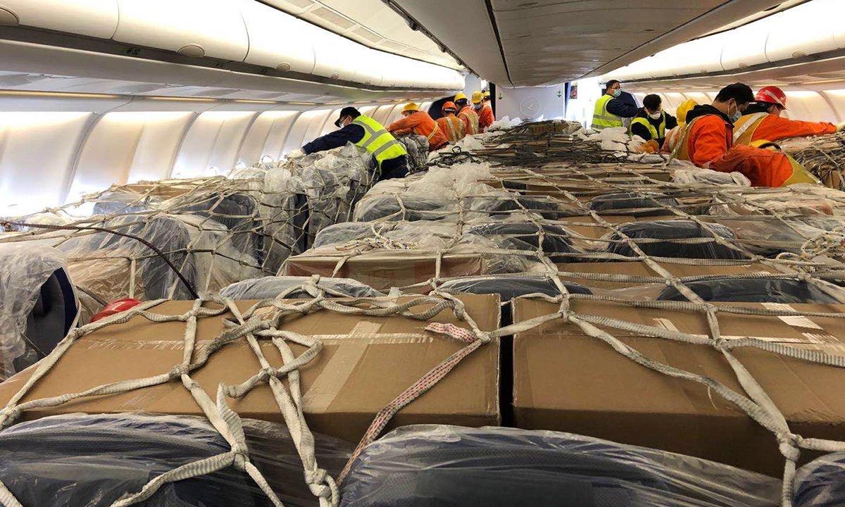 Hàng hoá trong khoang khách trên máy bay A330 củaLufthansa. Ảnh:Aircargonews