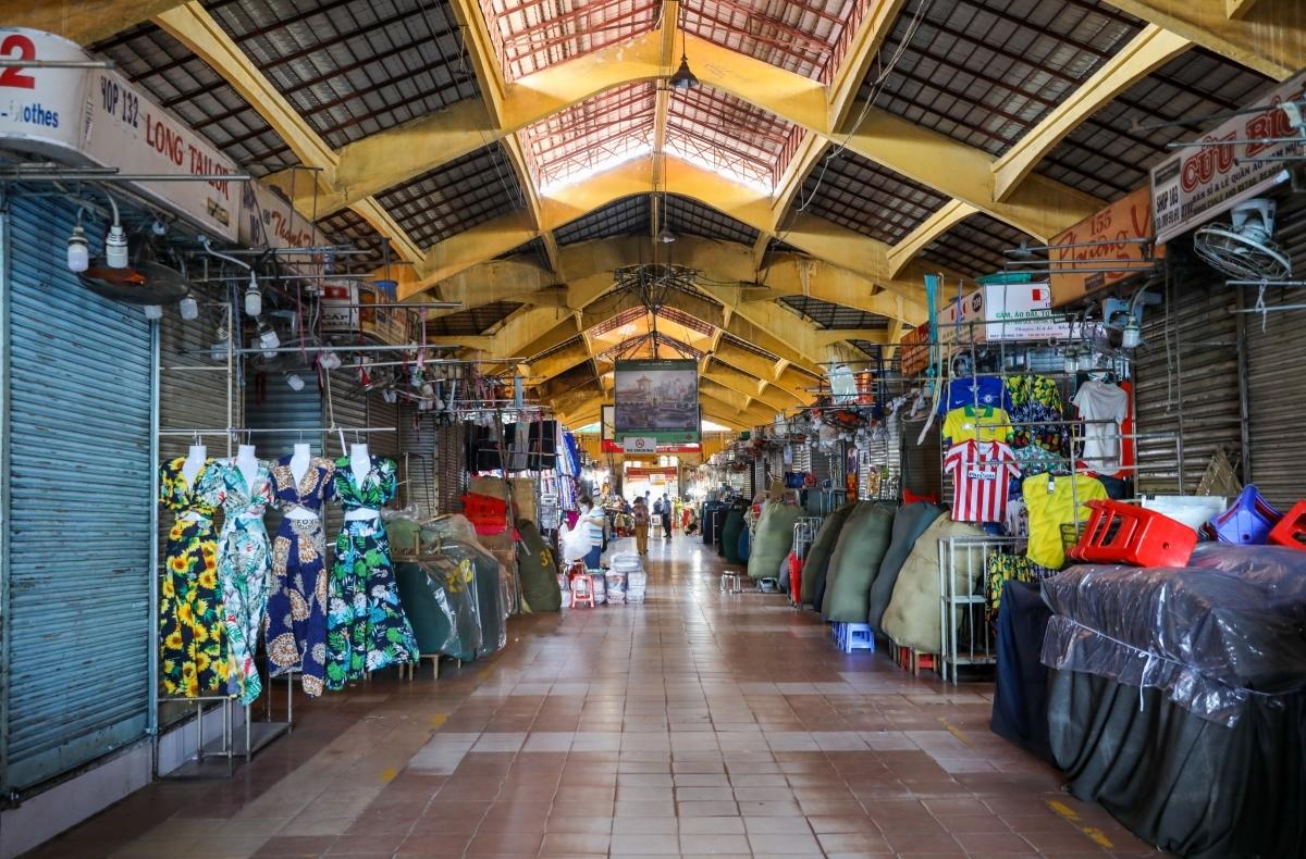Nhiều tiểu thương trong chợ bến Thành đã phải đóng các sạp hàng, ngày 27/3. Ảnh: Quỳnh Trần.